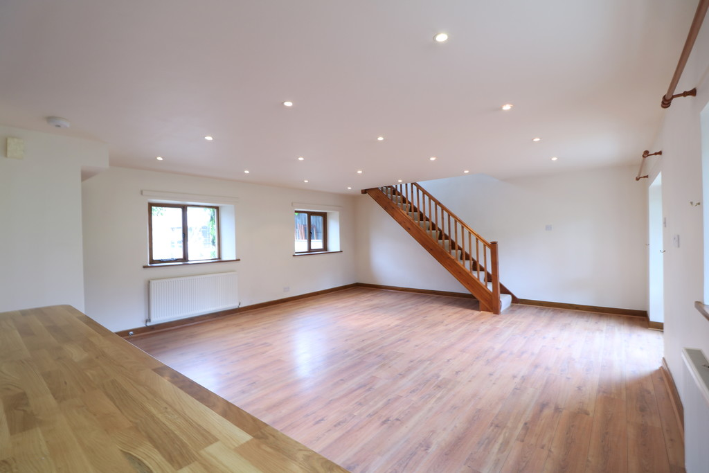 3 Bedroom Barn Conversion House To Rent - Image 24