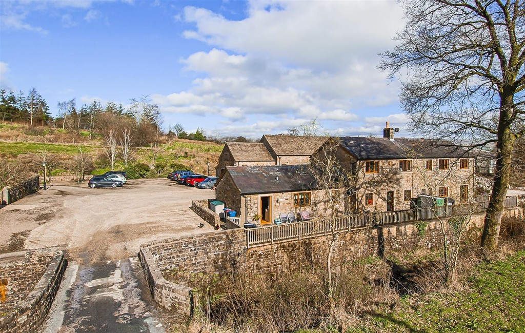 3 Bedroom Barn Conversion House To Rent - Image 25