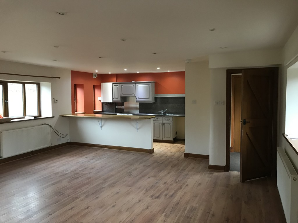 3 Bedroom Barn Conversion House To Rent - Image 16