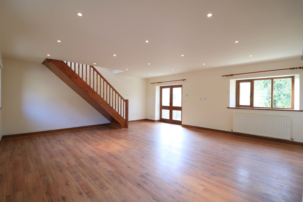 3 Bedroom Barn Conversion House To Rent - Image 15