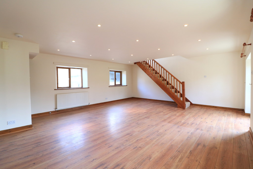 3 Bedroom Barn Conversion House To Rent - Image 3