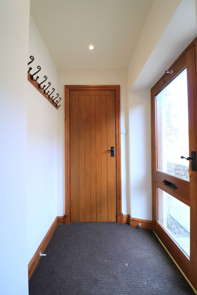 3 Bedroom Barn Conversion House To Rent - Image 27