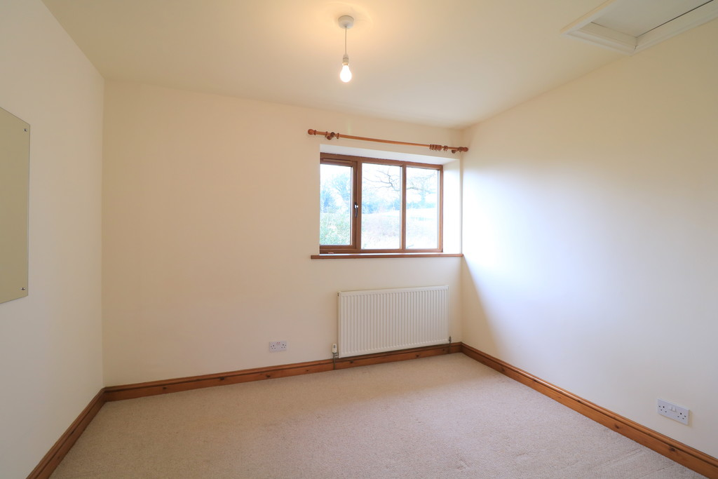 3 Bedroom Barn Conversion House To Rent - Image 10