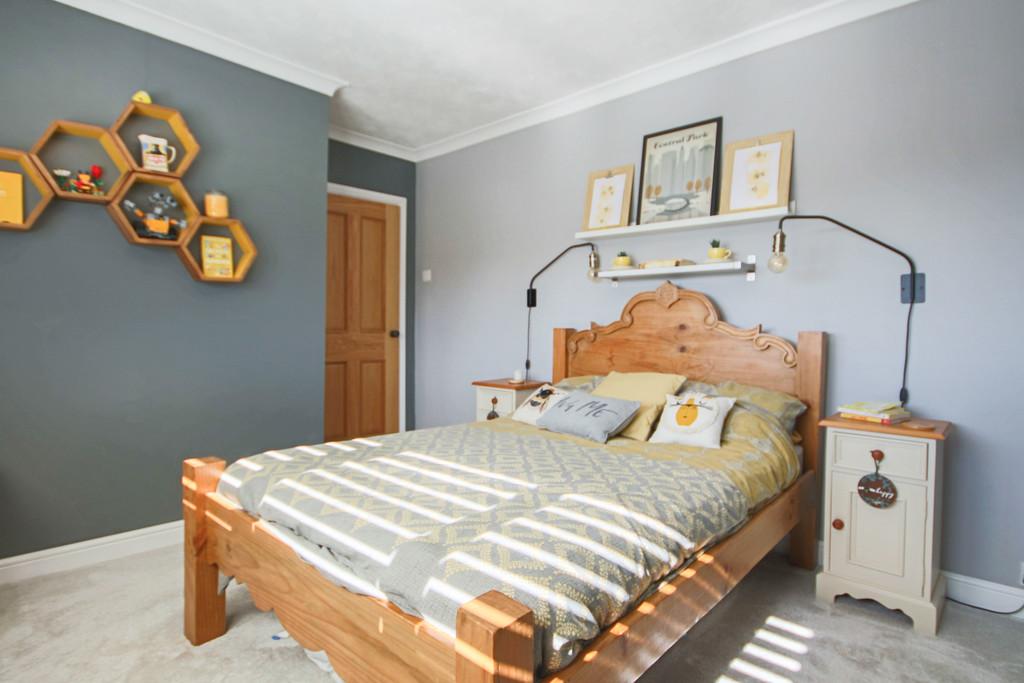 5 Bedroom Detached House To Rent - Image 12