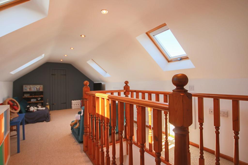 5 Bedroom Detached House To Rent - Image 11