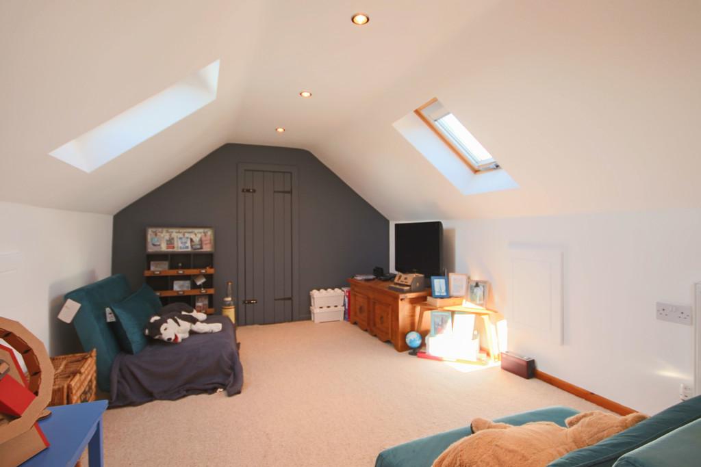 5 Bedroom Detached House To Rent - Image 30