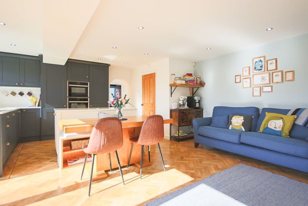 5 Bedroom Detached House To Rent - Image 4