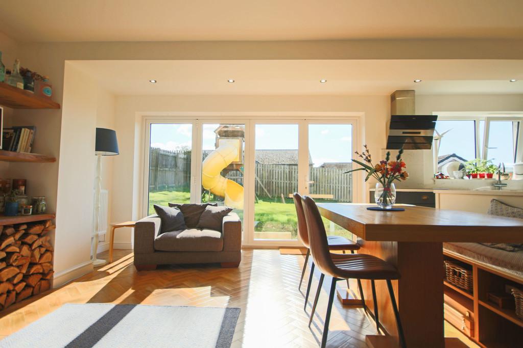 5 Bedroom Detached House To Rent - Image 36