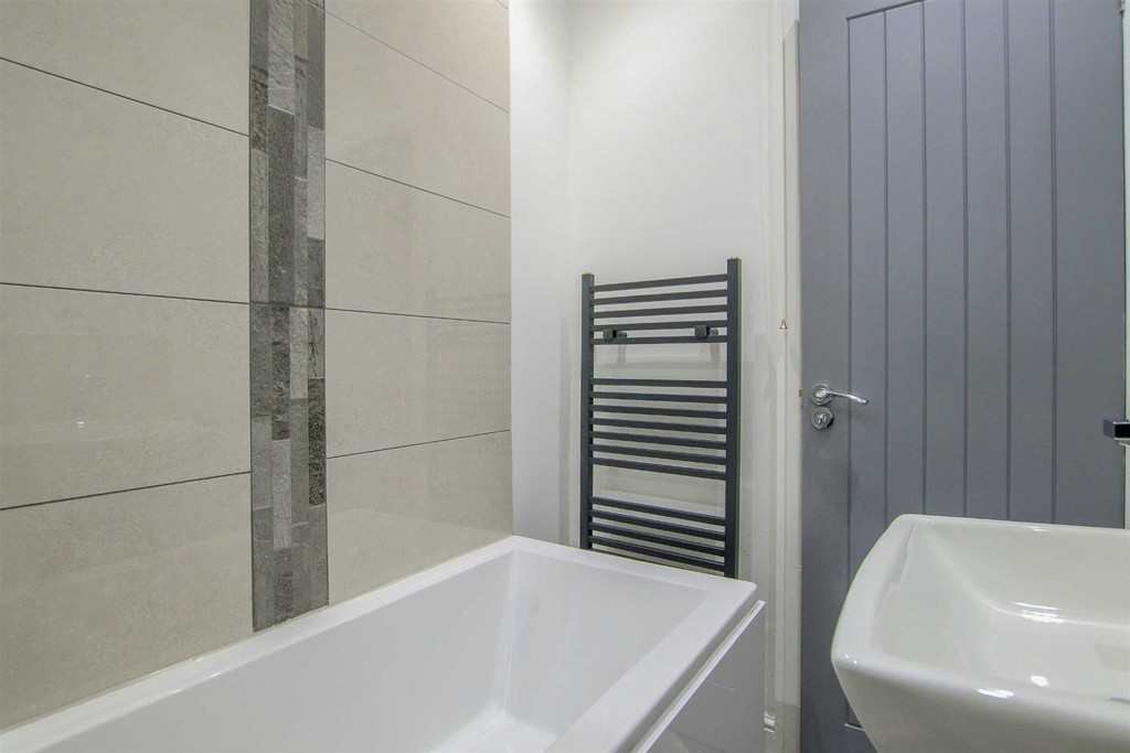 2 Bedroom Mid Terraced House To Rent - Image 7