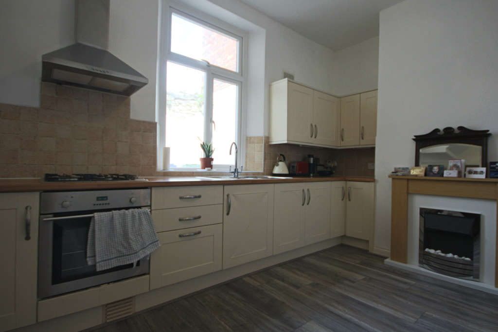 3 Bedroom Barn Conversion House To Rent - Image 4