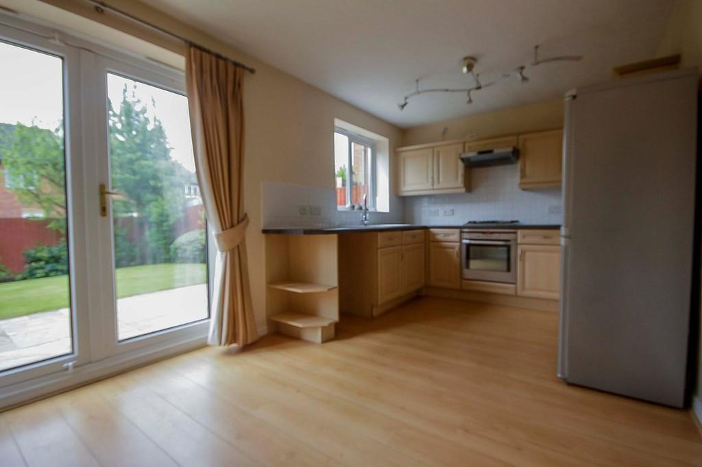 3 Bedroom Detached House To Rent - Image 6