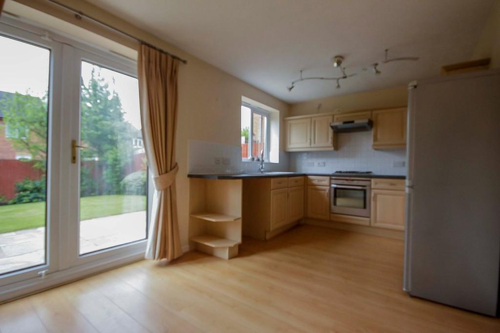 3 Bedroom Detached House To Rent - Image 22