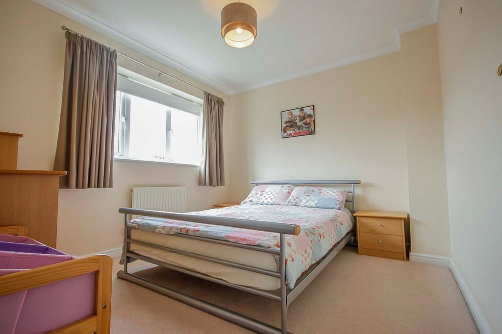 3 Bedroom Detached House To Rent - Image 9