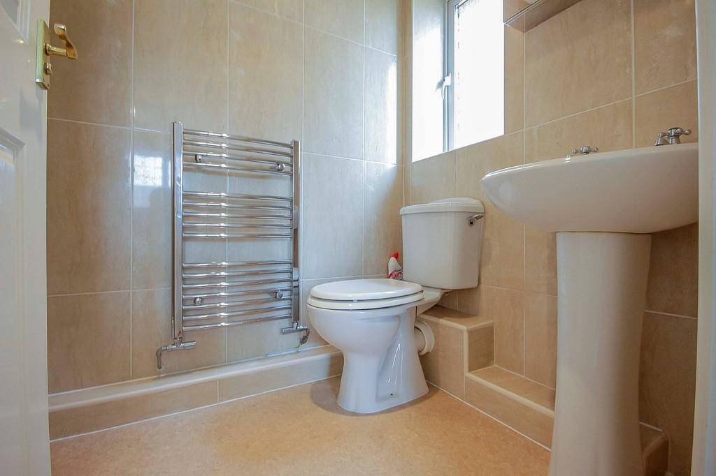 3 Bedroom Detached House To Rent - Image 8