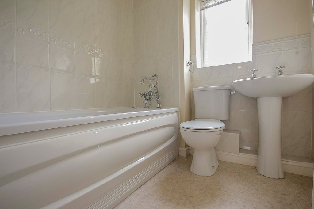 3 Bedroom Detached House To Rent - Image 31