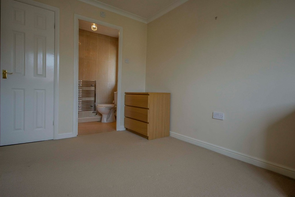 3 Bedroom Detached House To Rent - Image 34