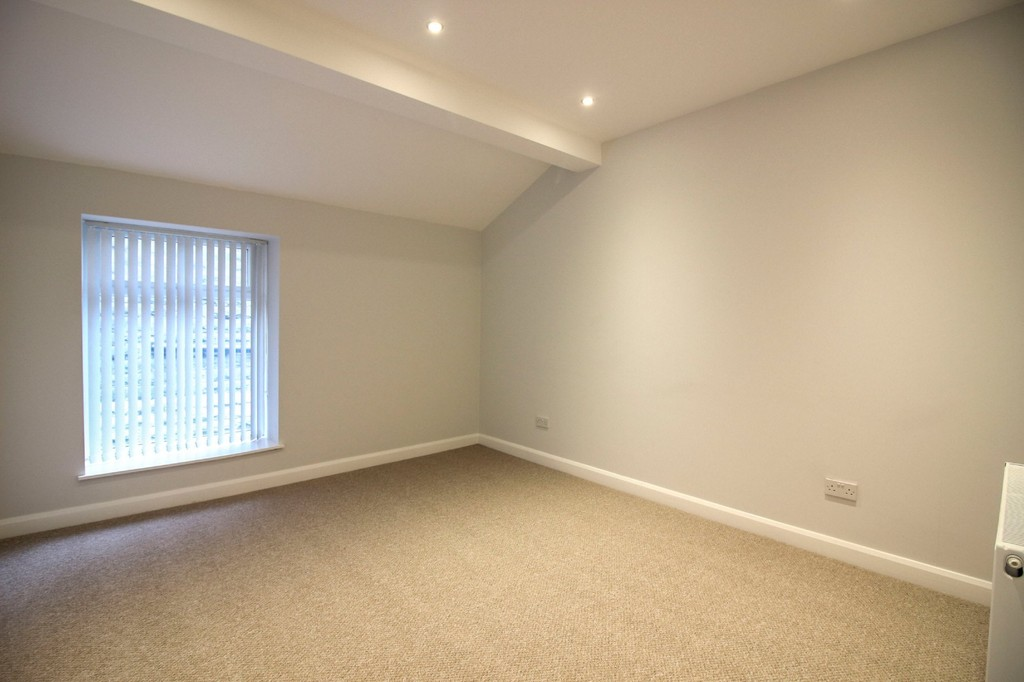3 Bedroom Apartment Flat To Rent - Image 11