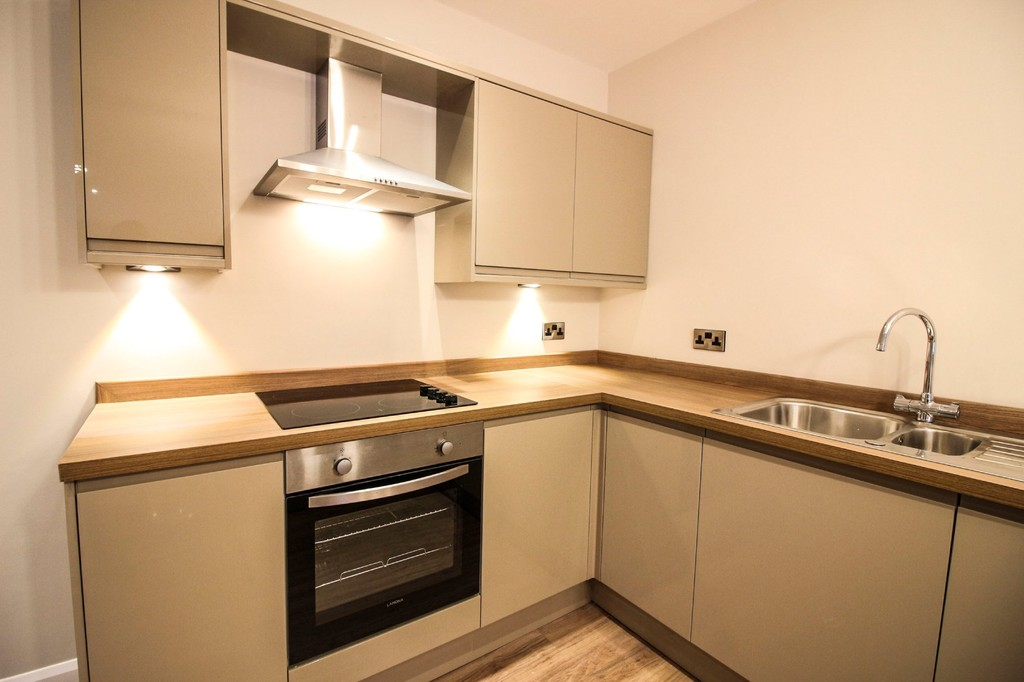 3 Bedroom Apartment Flat To Rent - Image 12