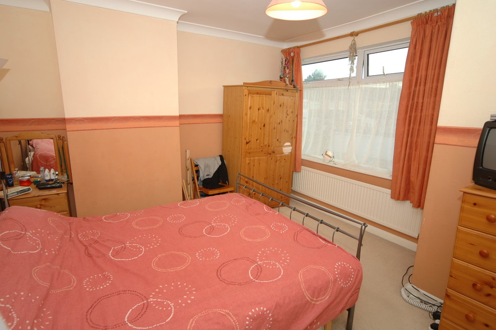 properties to rent hull, Kirklands Road, Mid Terraced House