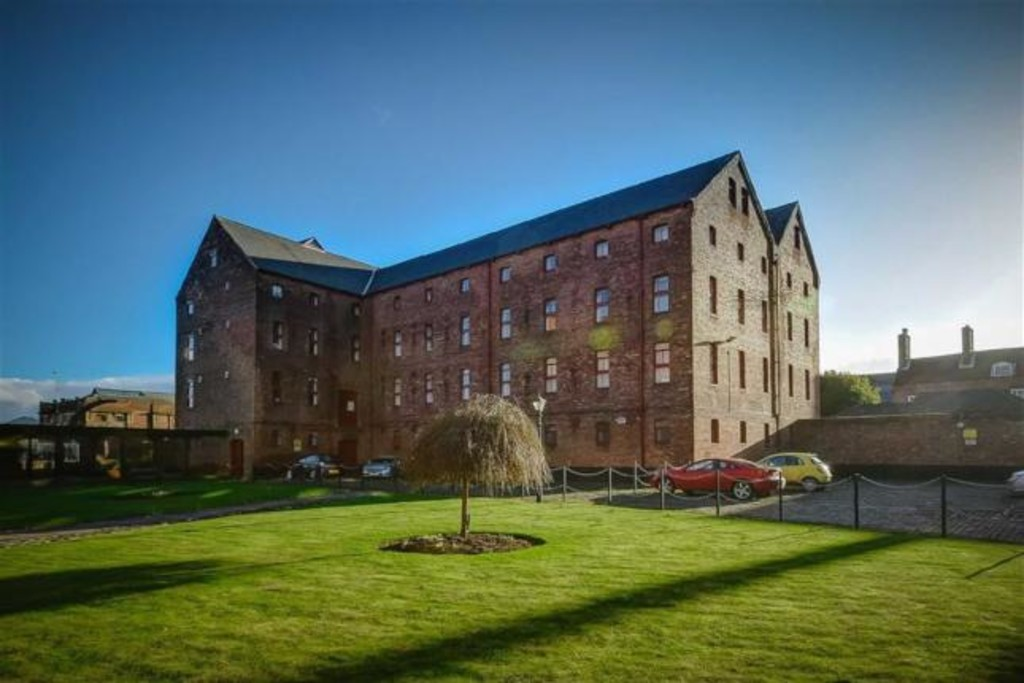 properties to rent hull, Lister Court, Top Floor Apartment