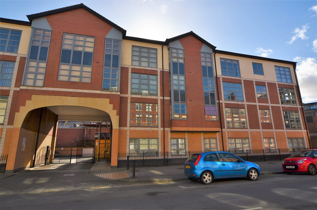 City Centre Location just a stones throw from St Stephens Shopping Complex