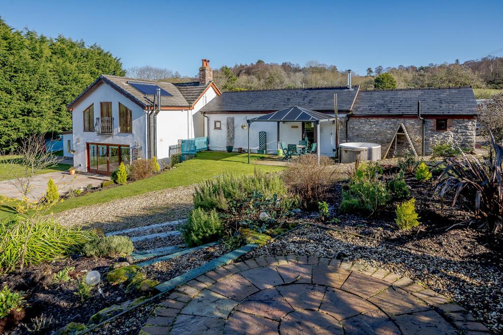 Glan Llyn Farmhouse