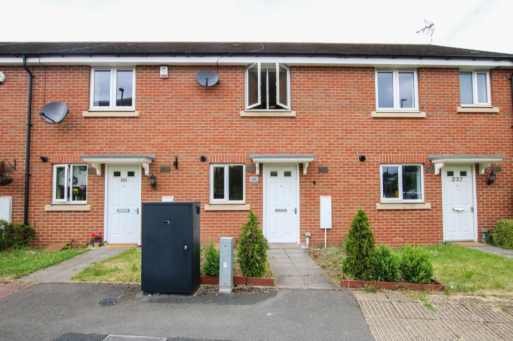 Humber Road, – To Let