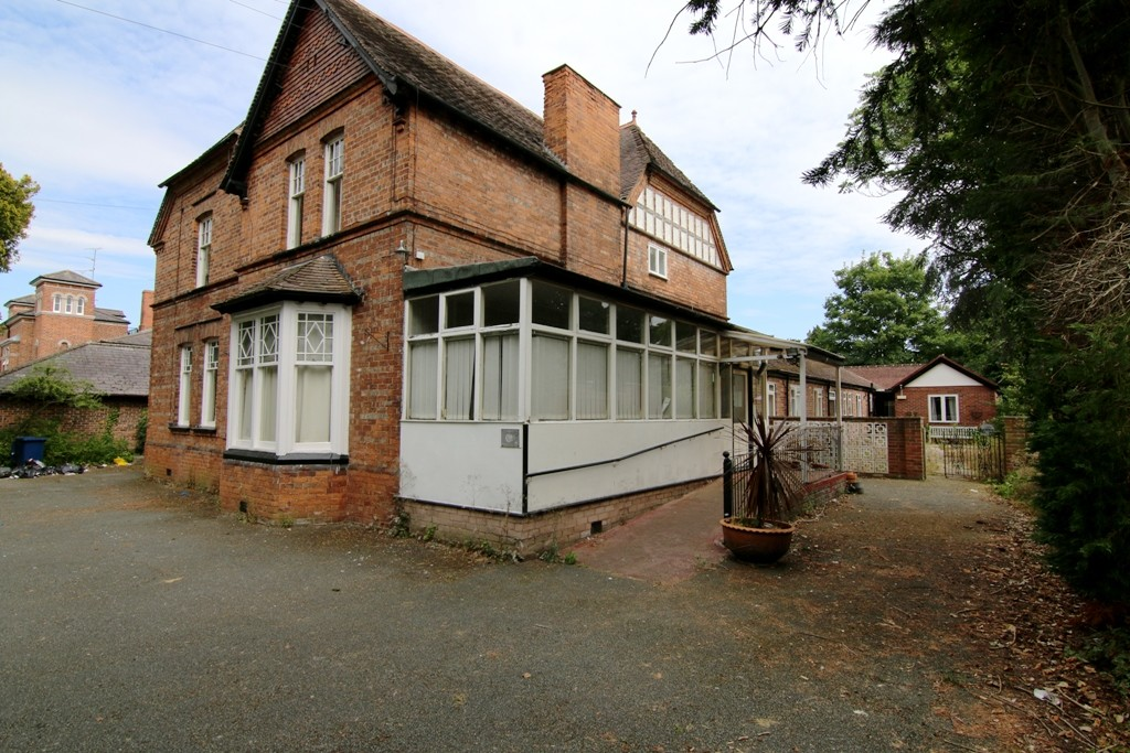 25 Bedroom Detached House, Chester