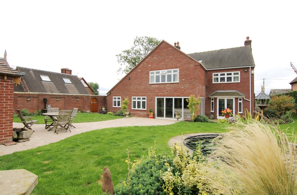 5 Bedroom Detached House, Churton
