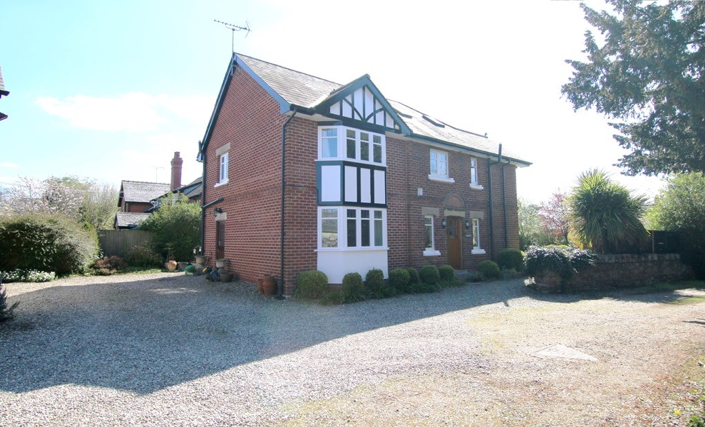 6 Bedroom Detached House, Pulford