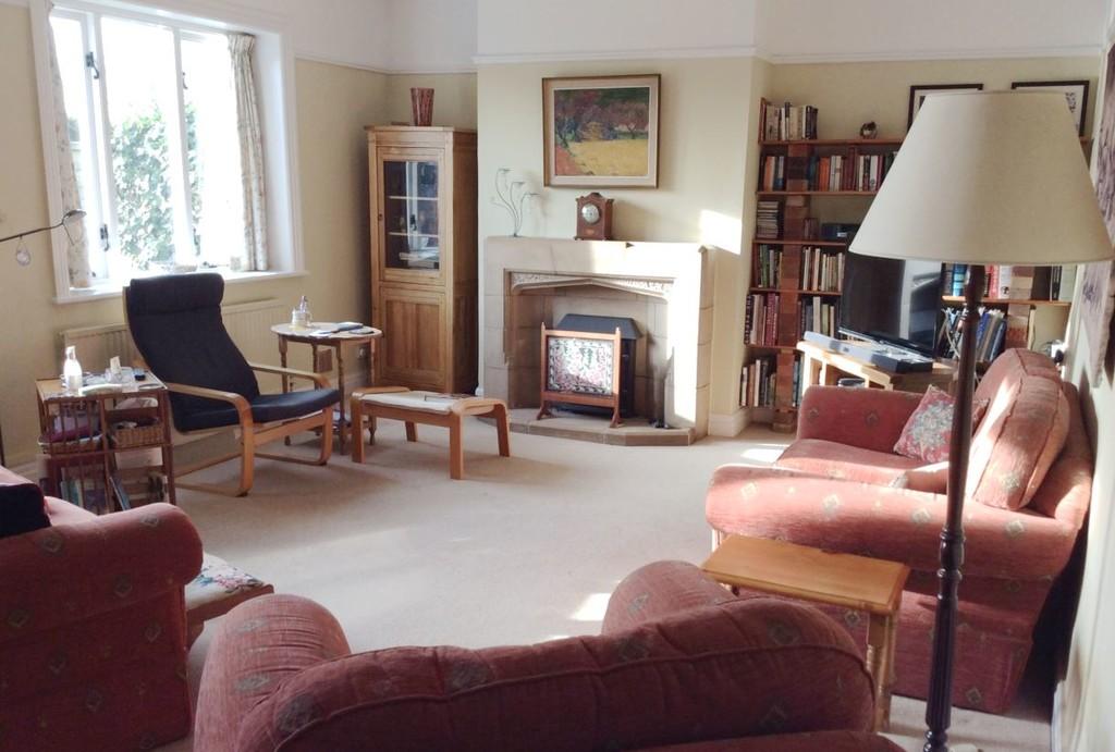 5 Bedroom Character Cottage, Littleton