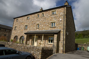1 Lowther Court, Hutton Roof, Carnforth, Lancs, LA6 2QL
