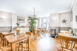 Rocklea Guest House, Lake Road, Windermere, Cumbria, LA23 2BX