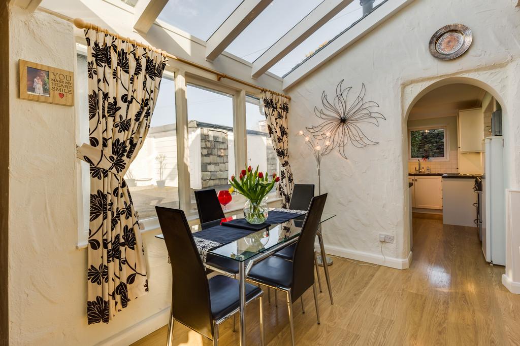 Lindisfarne Guest House, Sunny Bank Road, Windermere, Cumbria, LA23 2EN