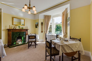 Lindisfarne Guest House, Sunny Bank Road, Windermere, Cumbria, LA23 2EN