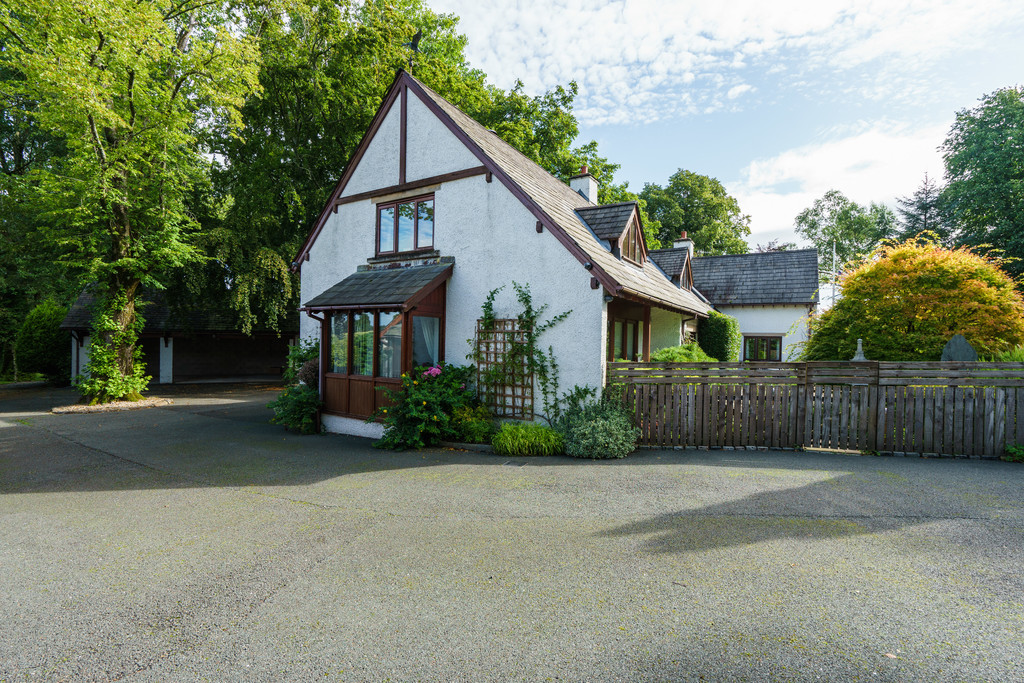The Oaks, Crook Road, Kendal, Cumbria LA8 8LX