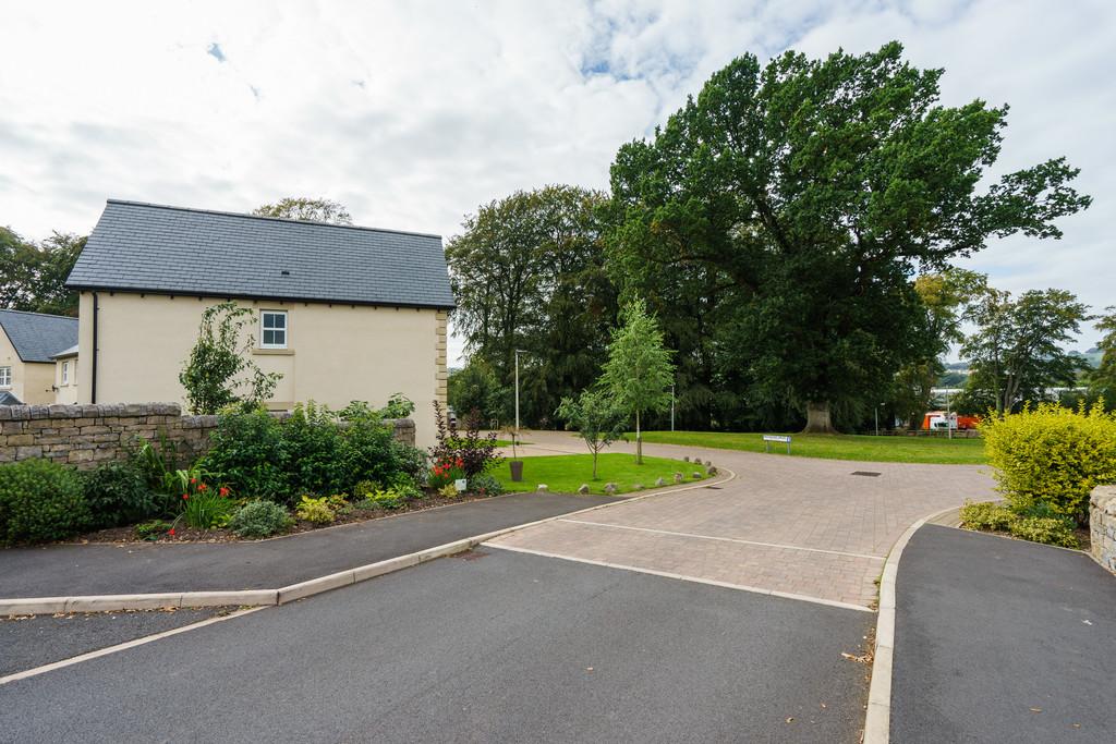 1 Redwood Drive, Kendal, Cumbria, LA9 7FL