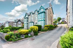 10 Inglewood Court, Promenade, Arnside, Cumbria, LA5 0AD
