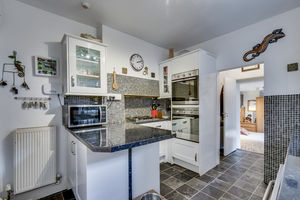 Broadlands Guest House, 19 Broad Street, Windermere, Cumbria, LA23 2AB