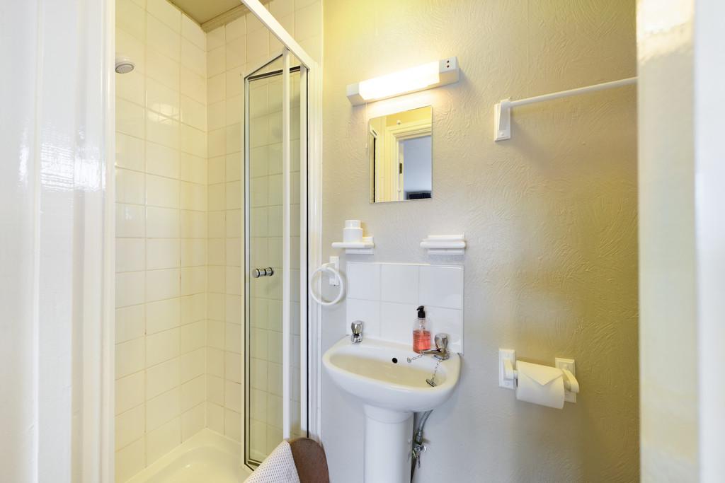 Adam Place Guest House, 1 Park Avenue, Windermere, Cumbria, LA23 2AR