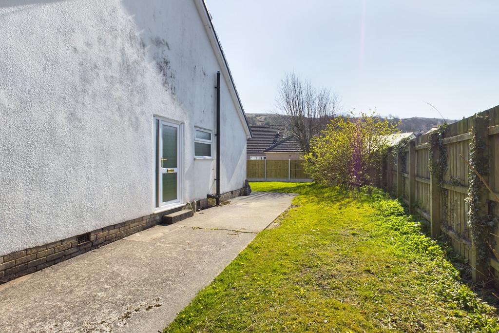 27 Helmside Road, Oxenholme, Kendal, Cumbria, LA9 7ET