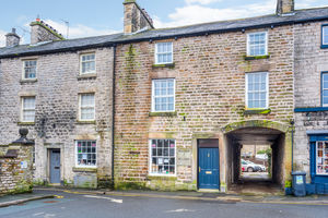 13 Market Square, Kirkby Lonsdale, Town House
