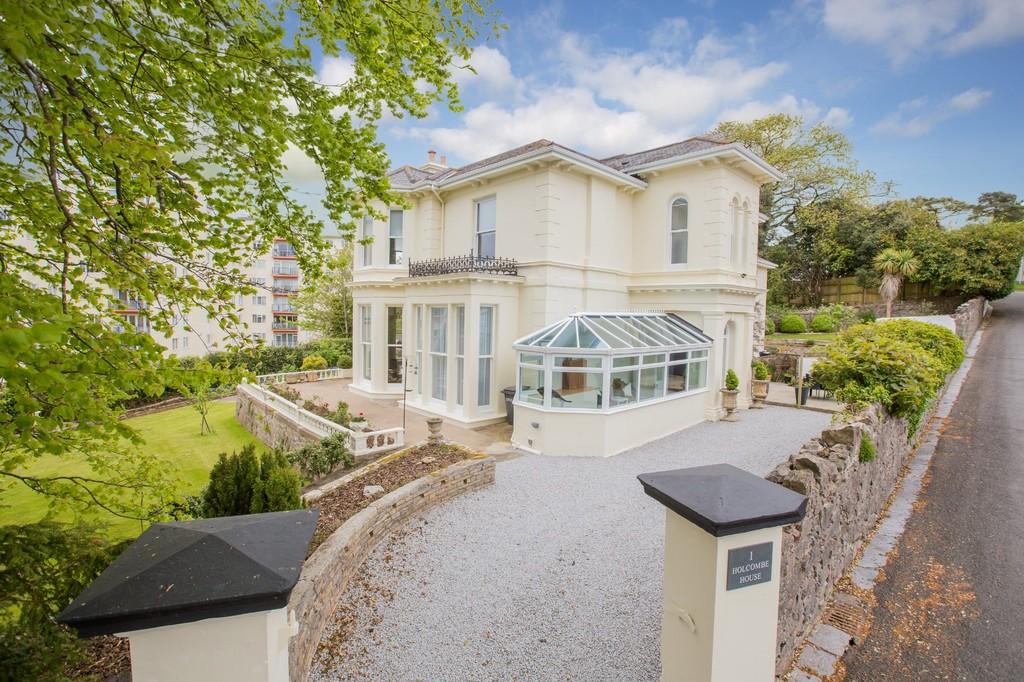 6 Bedroom Detached Villa for Sale