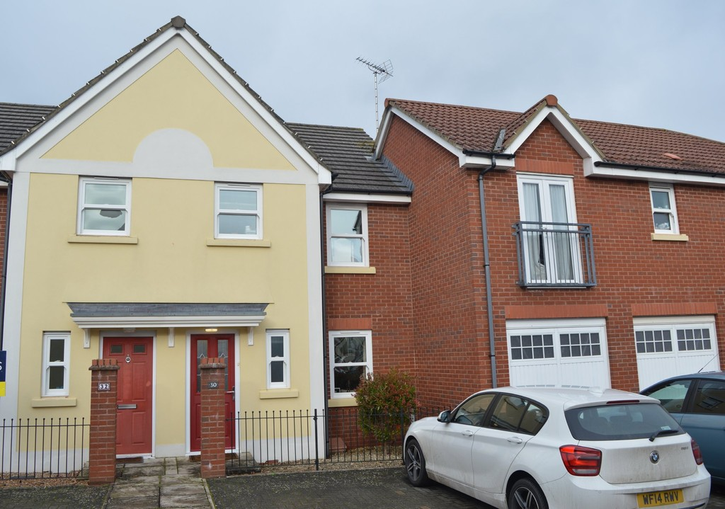 3 Bedroom Mid Terraced House for Let