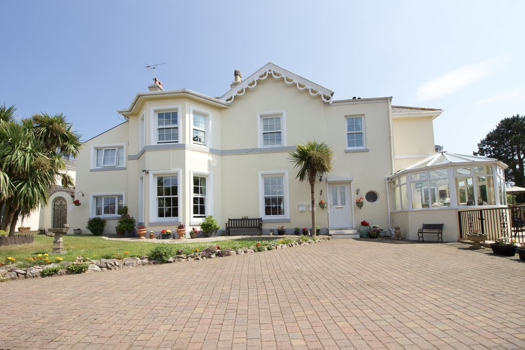 6 Bedroom PERIOD RESIDENCE WITH COTTAGE for Sale