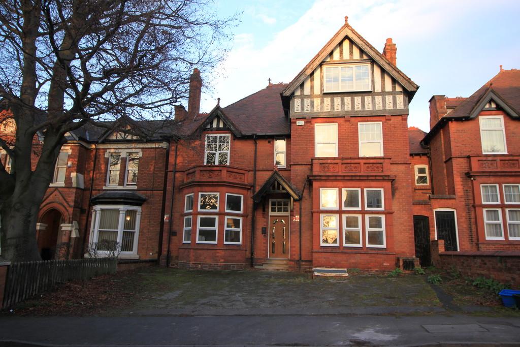 Image 1/23 of property Strensham Hill, Birmingham, B13 8AG