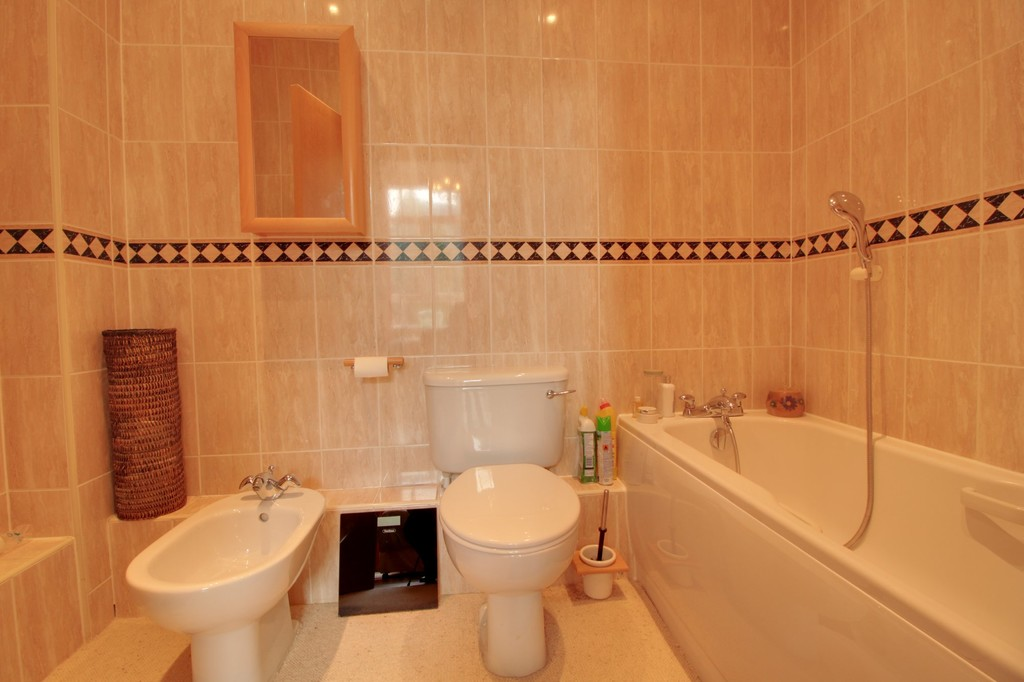 Image 9/11 of property Yew Tree Road, Moseley, B13 8NQ