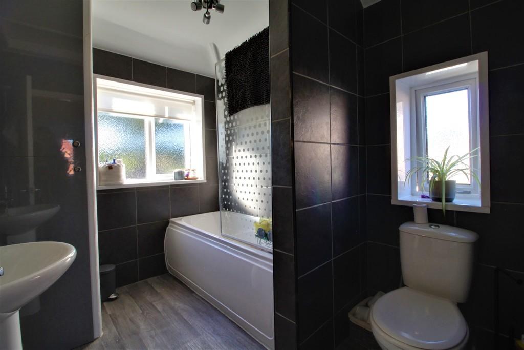 Image 2/11 of property Charlecote Croft, Shirley, Solihull, B90 4DP