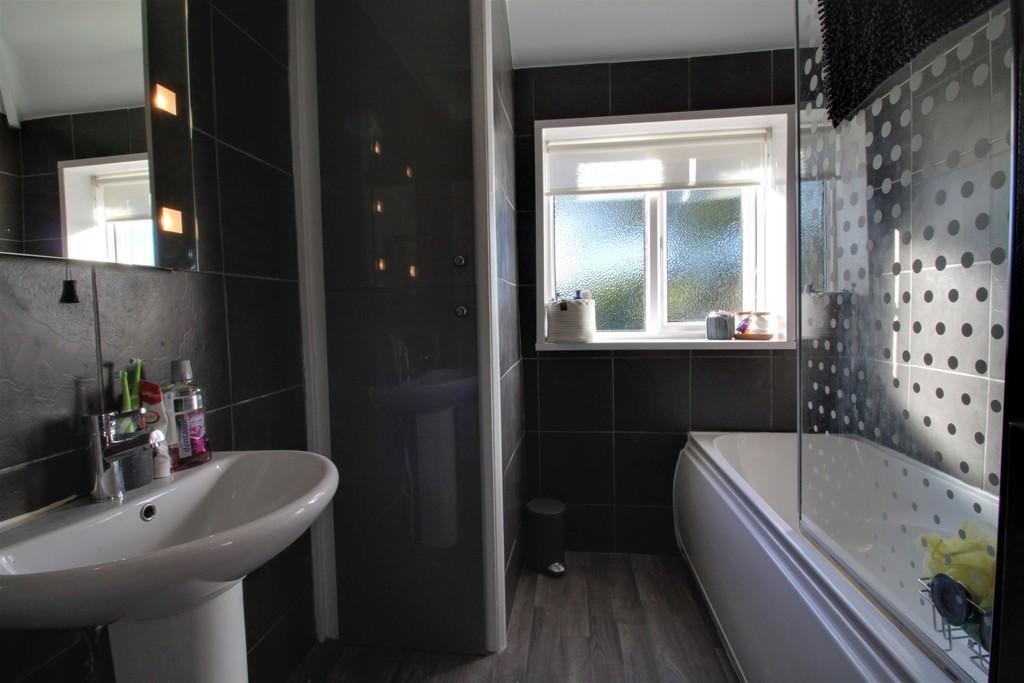 Image 4/11 of property Charlecote Croft, Shirley, Solihull, B90 4DP