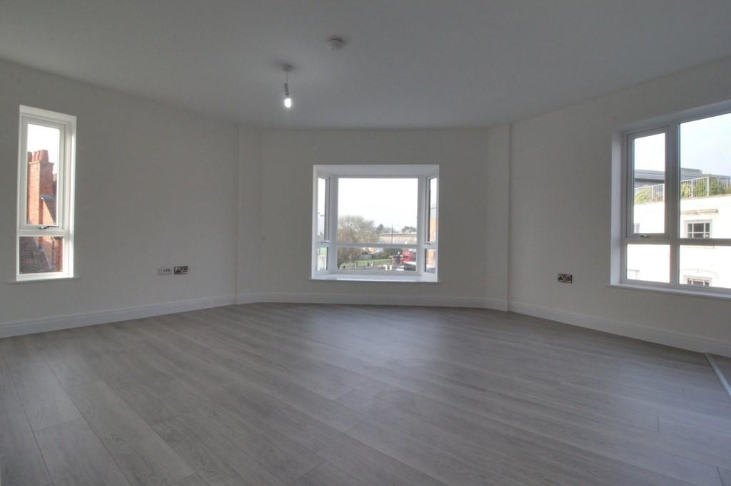 Image 2/9 of property 356 High Street, Harborne, B17 9PU